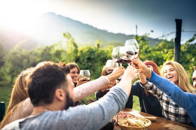 Il segmento turistico dell'enogastronomia interessa in modo trasversale tutte le generazioni, soprattutto i Millennials (con un incremento di interesse dell'86%).