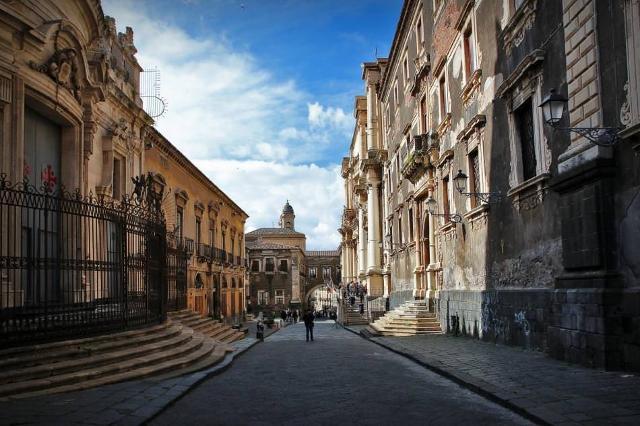 Via dei Crociferi, Catania - ph www.travel365.it