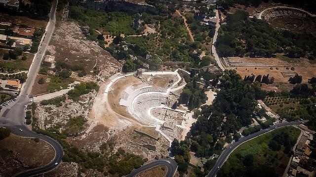 Veduta aerea della zona archeologica di Siracusa - ph Agostino Sella