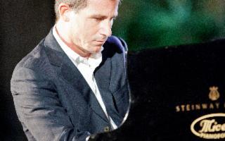 Plays the music  - Concerto di San Valentino con Bepi Garsia