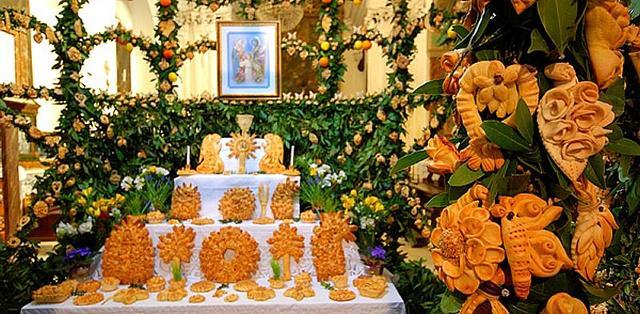"""Il """"Pane dei  Santi"""", di più alto valore sacrale, viene appoggiato sull'altare..."""