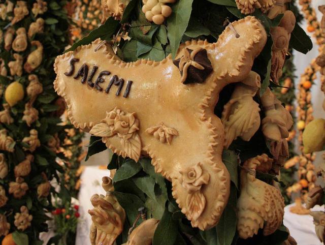 Particolare di un pane decorativo-devozionale di un Altare di San Giuseppe, Salemi
