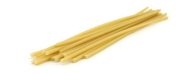 I bucatini, insieme agli spaghetti, sono le tipologie di pasta da condire con le sarde