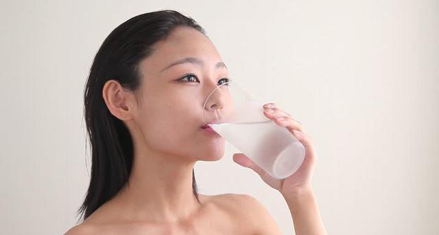 Una corretta idratazione è molto importante anche per l'impatto che ha sul nostro organismo dal punto di vista psico-fisico...