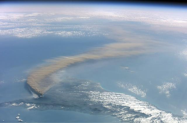 Eruzione dell'Etna del 2002 ripresa dalla spazio