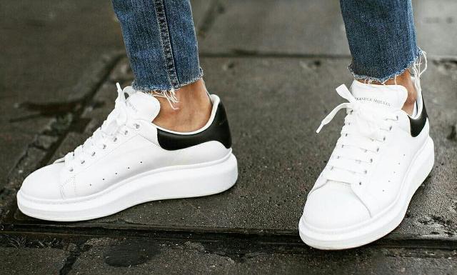 A mettere d'accordo i fashion addict di tutto lo Stivale sono le sneaker...