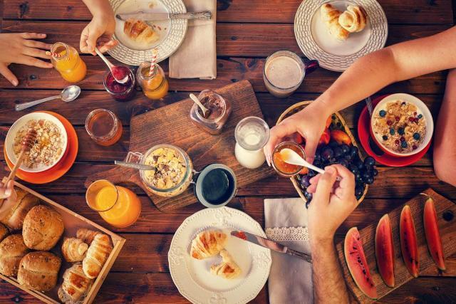 Facendo colazione, l'individuo può stimolare il proprio umore: chi ha la pancia piena, alla mattina, tende ad essere più felice e meno irritabile rispetto a chi ha crampi allo stomaco a causa della fame
