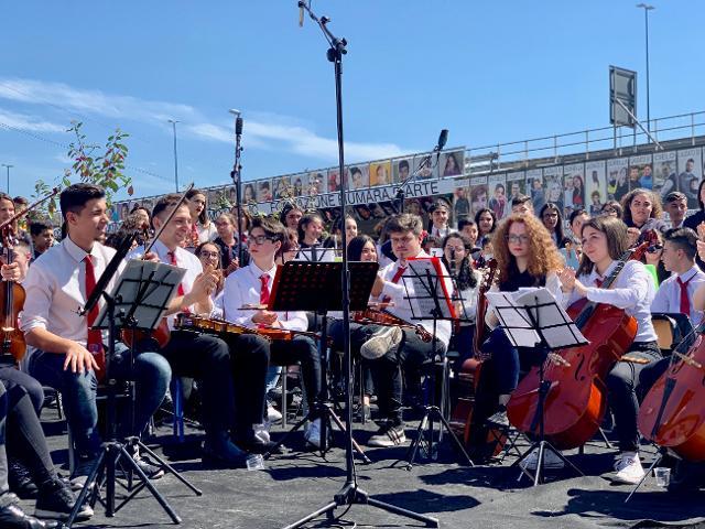 I ragazzi dell'Orchestra dell'Istituto comprensivo Angelo Musco all'inaugurazione del Cantico di Librino