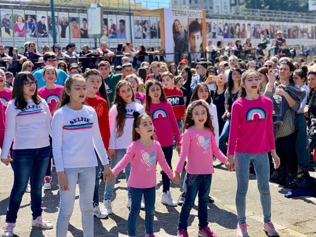 I bambini delle scuole all'inaugurazione del Cantico di Librino