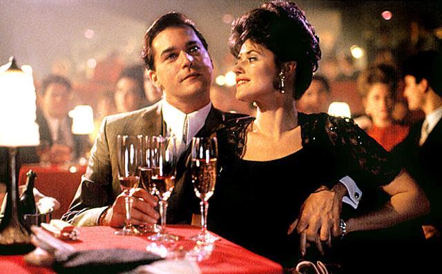 """Lorraine Bracco e Ray Liotta in una scena di """"Quei bravi ragazzi"""" di Martin Scorsese"""