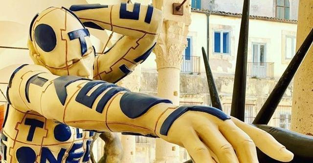 Una scultura di Rabarama
