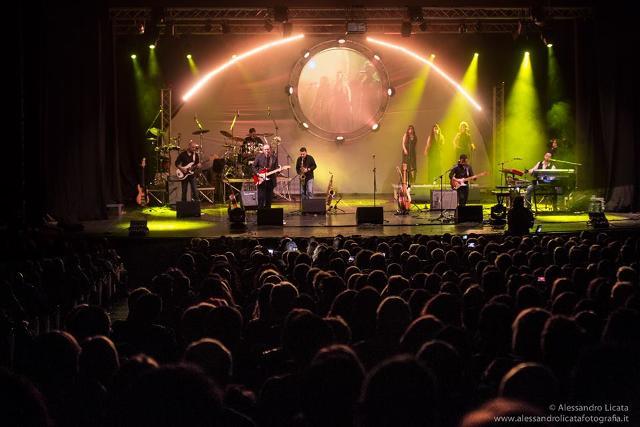 "Durga Mcbroom con gli Inside out in ""Pink Floyd Pulse"""