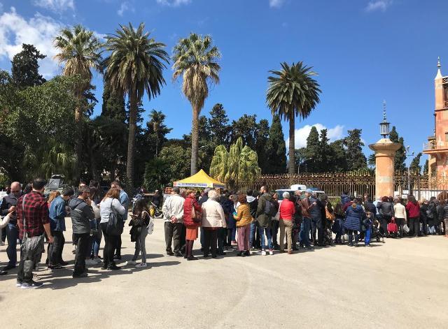 La lunga fila davanti la Palazzina Cinese - La Domenica Favorita
