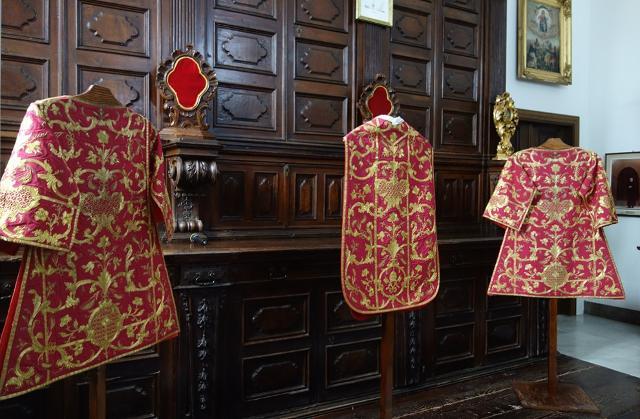 Paramenti sacri della preziosa collezione degli ori della Chiesa Madre di Petralia Soprana
