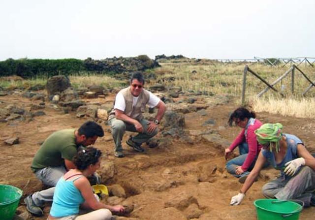 Sebastiano Tusa nel Parco Archeologico di Pantelleria