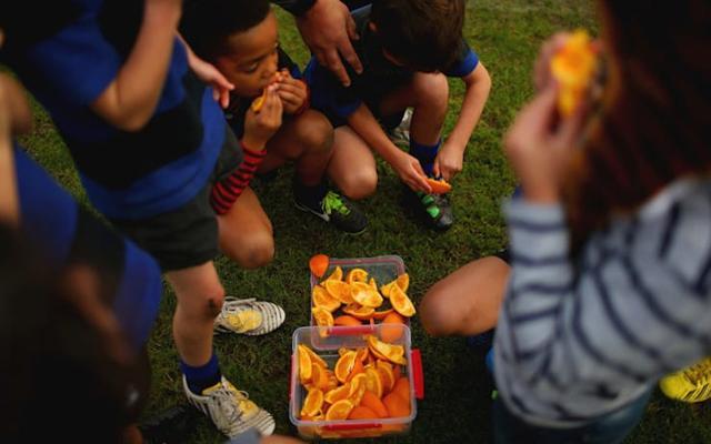 La fine dell'anno scolastico ormai imminente consente ai ragazzi di avere più tempo per stare all'aria aperta ma anche a tavola...