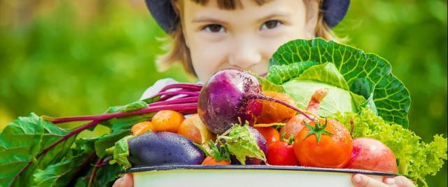 Con l'aumento delle temperature è consigliabile consumare verdura (sia cruda che cotta) e frutta con la buccia (ricca della componente fibrosa)...