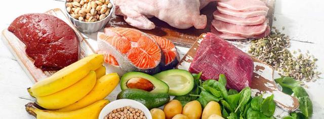 Un'alimentazione ricca di frutta, verdure a foglia verde, carne, legumi e cereali integrali fornisce una dose sufficiente della maggior parte delle vitamine del Gruppo B