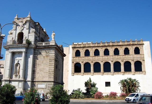 Il Loggiato San Bartolomeo e una parte di Porta Felice, ingresso/uscita del Foro Italico