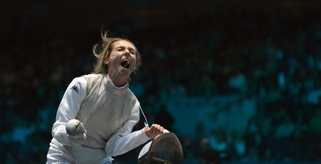 Valentina Vezzali in un esaltate momento di vittoria