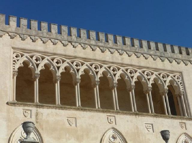 estate-con-palchi-diversi-al-castello-medea