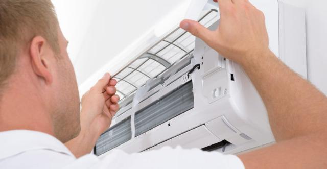 I filtri dell'aria e le ventole devono essere ripuliti alla prima accensione stagionale e almeno ogni due settimane