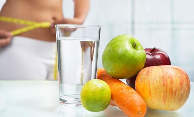 Attenzione a non lasciarsi andare a regimi alimentari squilibrati che possono avere effetti negativi sul nostro benessere e ricordiamoci di bere ogni giorno la giusta quantità di acqua...