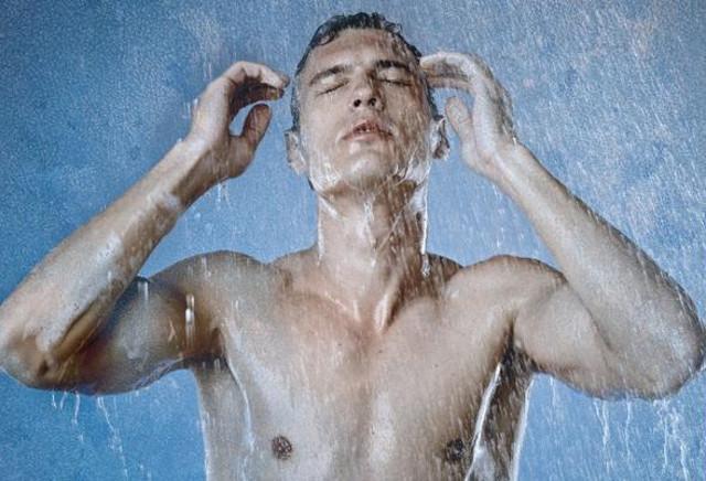 """Di recente, alcuni ricercatori olandesi hanno prodotto la prima evidenza """"ad alto livello"""" dei benefici legati all'acqua fredda..."""