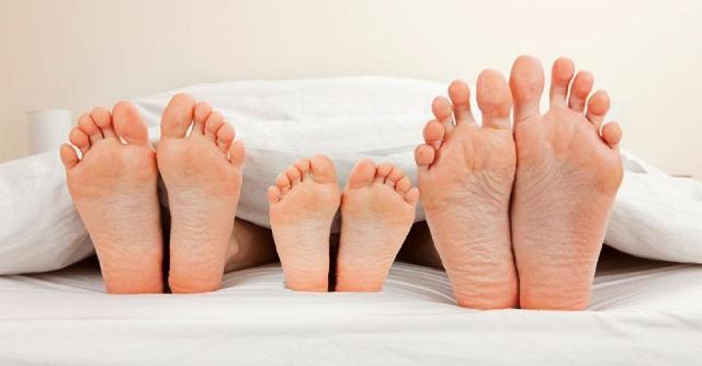 Il 44% dei genitori siciliani ammette di fare meno sesso durante le vacanze da quando ci sono i bambini...