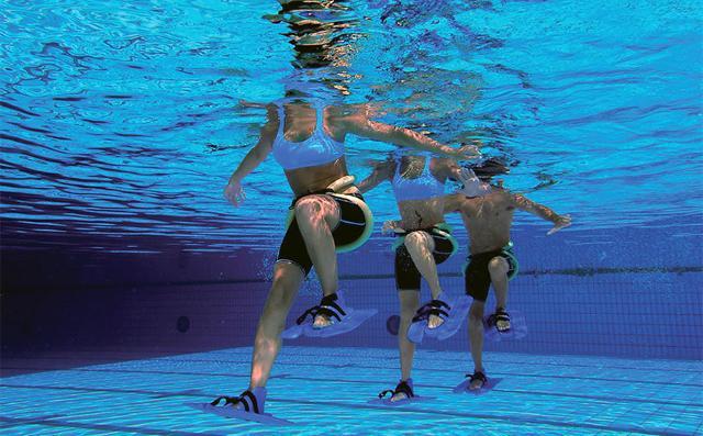 A beneficiare dell'esercizio fisico in acqua sono: flessibilità, resistenza e forza muscolare.