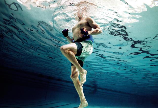 """""""L'acqua fornisce un ambiente totalmente nuovo e unico per allenarsi"""" spiega Matt Cunningham, personal trainer presso il Workshop Gymnasium"""