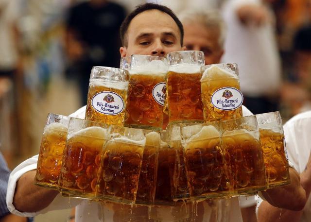 Gli italiani in vacanza sono soliti mentire anche sulla quantità di alcol bevuto nei momenti di relax