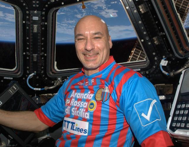 """Luca Parmitano durante la sua prima missione spaziale """"Volare"""""""