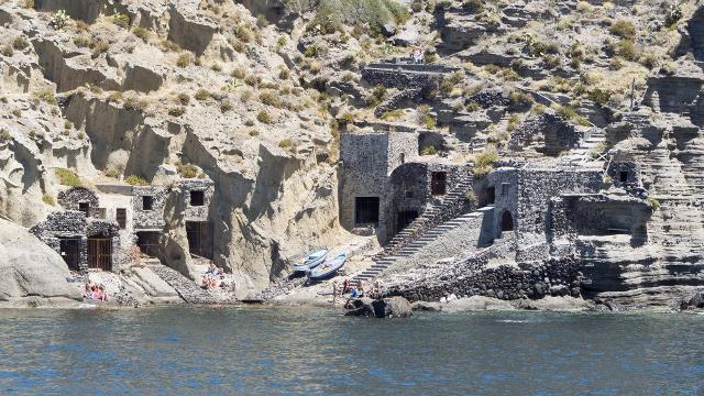 Le antiche casette dei pescatori nella spiaggia di Pollara, isola di Salina