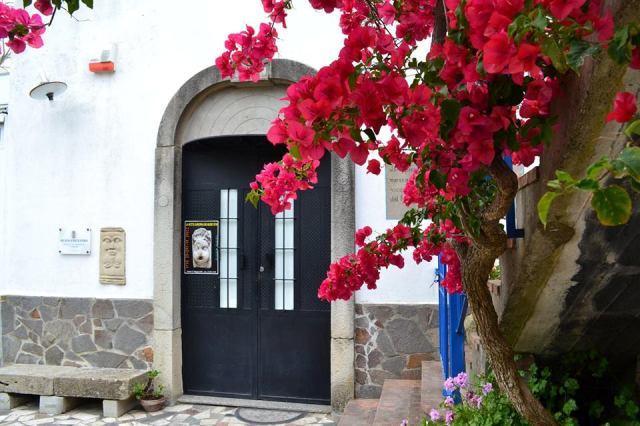 L'ingresso del Museo Epicentro, a Gala di Barcellona Pozzo di Gotto