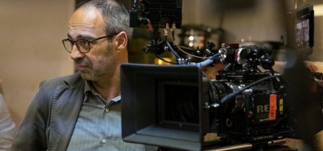 """Niccolò Ammaniti durante le riprese della serie televisiva """"Il Miracolo"""""""