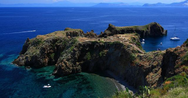 Panarea, vista sul villaggio preistorico - ph Ghost-in-the-Shell