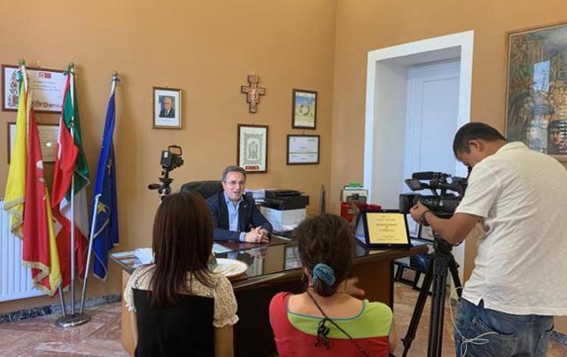 L'intervista al sindaco di Sambuca di Sicilia, Leo Ciaccio, di Sophia Wang, giornalista di Set, la più importante emittente televisiva privata dell'isola di Taiwan