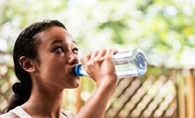 L'eccessiva perdita di liquidi è un rischio da non sottovalutare, soprattutto in estate...
