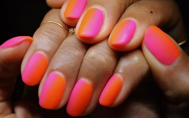 Secondo gli esperti newyorkesi di nail art a fare tendenza questa estate saranno colori audaci, divertenti decorazioni e unghie a forma di mandorla...