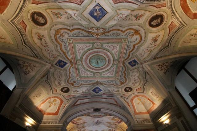 Fregi e decorazioni affrescate a Villa Adriana - ph www.palermodavedere.it