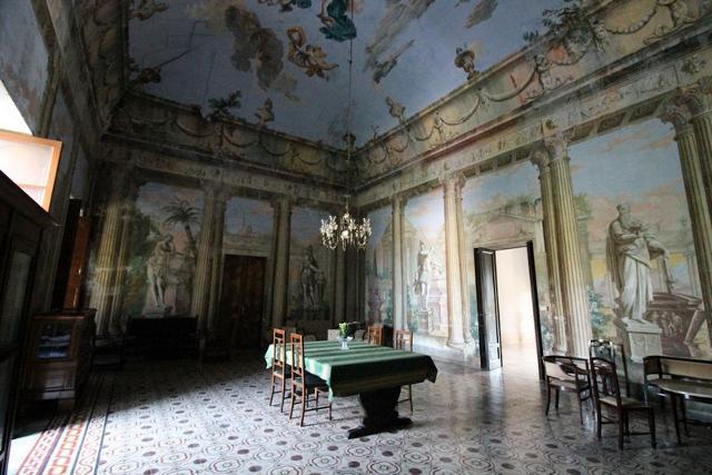 Un salone di Villa Adriana - ph www.palermodavedere.it