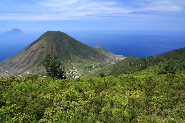Il Monte dei Porri, visto dal Monte Fossa delle Felci - ph Ghost-in-the-Shell