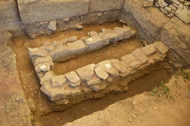 Altare cavo all'interno del Tempio R
