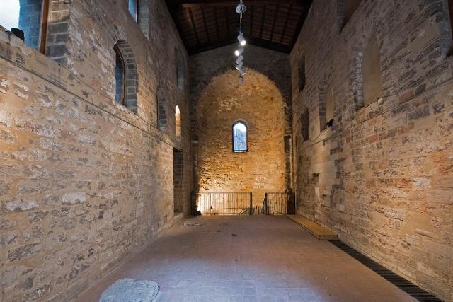 L'interno della Cappella di Santa Maria dell'Incoronata