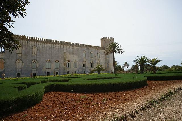 Il castello di Donnafugata e uno scorcio del parco - ph Mboesch