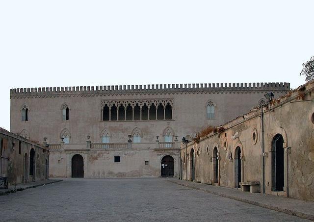 il viale d'ingresso del Castello di Donnafugata - ph Edino48