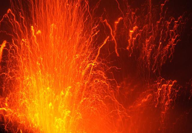 Esplosione di lava sullo Stromboli