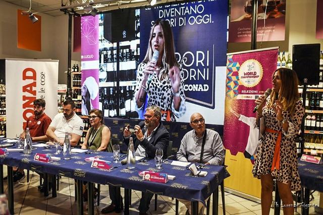 La giuria tecnica insieme alla giornalista e speaker radiofonica Cinzia Gizzi, nella scorsa tappa di Trapani