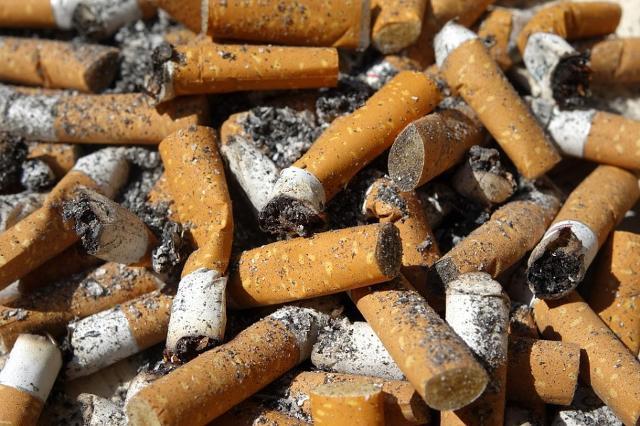 Corrispondei a 800.000 tonnellate il peso dei mozziconi di sigaretta dispersi ogni anno nell'ambiente in tutto il mondo